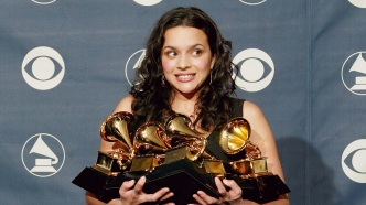 Singer Norah Jones with her five
