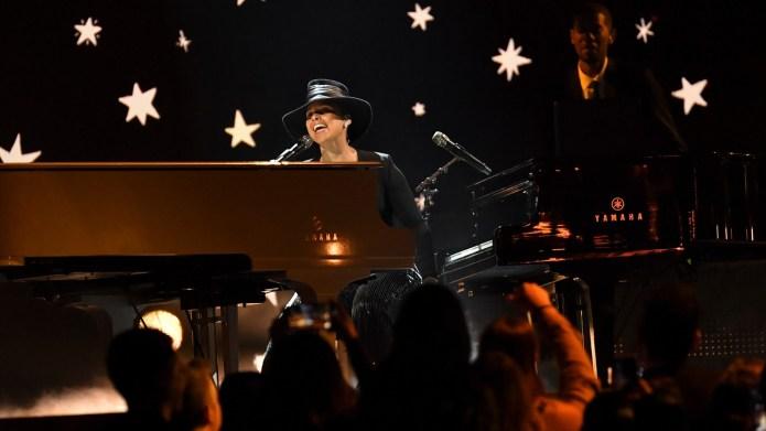 Alicia Keys plays two pianos at