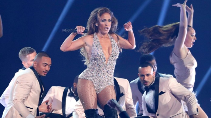 Jennifer Lopez performs Motown tribute at