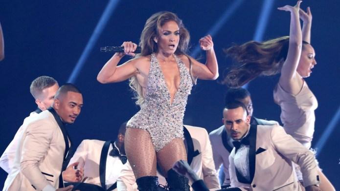 Jennifer Lopez performs Motown tribute at