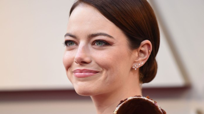 We Can't Stop Staring At All of Emma Stone's Funky Wallpaper