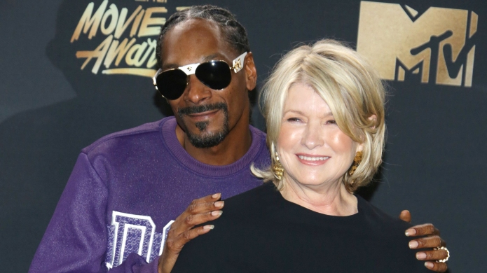 Martha Stewart & Snoop Recreate Scene from Titanic in Epic New Promo for Their Show