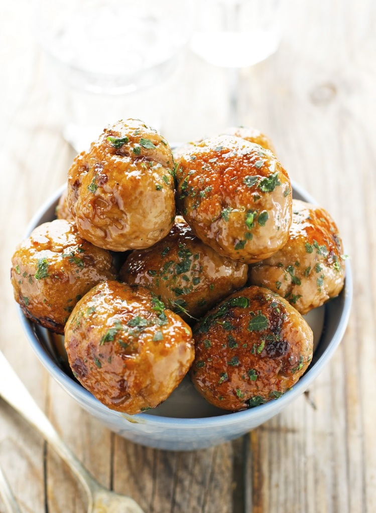 Paleo Recipes: Pomegranate-Glazed Turkey Meatballs