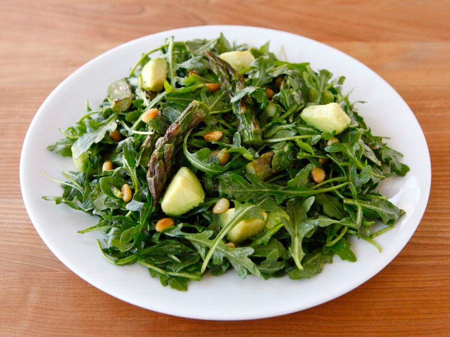green salad with avocado and asparagus