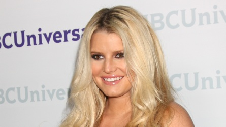 "PHOTO: Jessica Simpson Gushes Over ""Yummy"""
