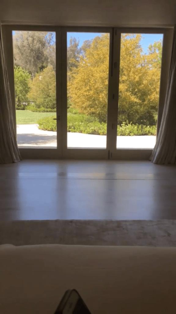 Kim Kardashian Explained How Her Bathroom Sinks Work On