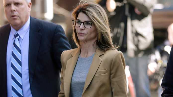 Lori Loughlin arrives at federal court