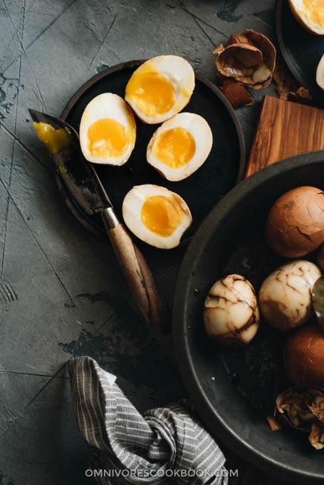 Omnivore's Cookbook's Chinese tea eggs.