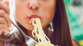 woman-eating-pasta