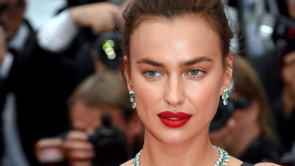 Irina Shayk Pink Lipstick - Pink Lipstick Lookbook