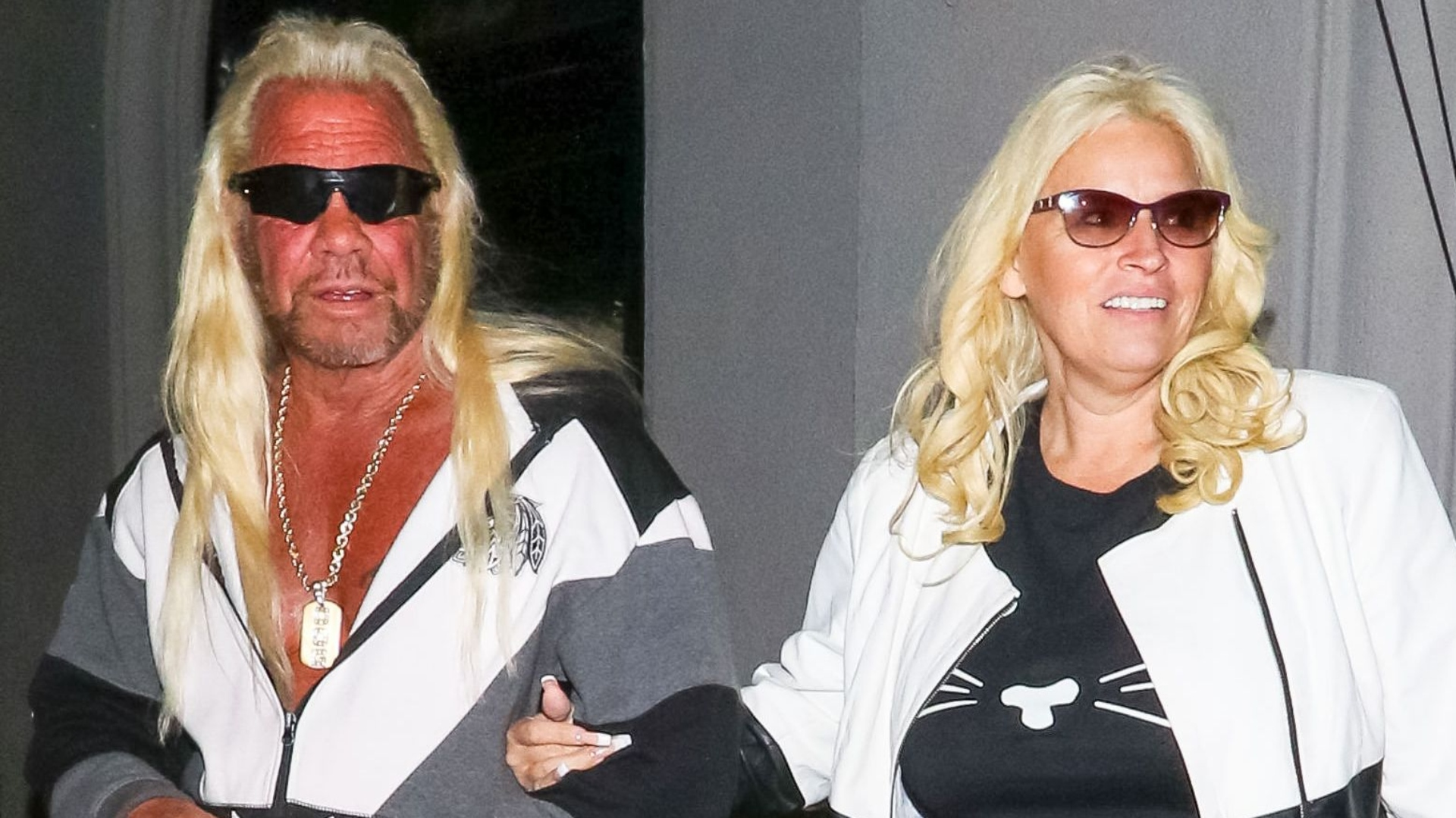 Dog The Bounty Hunter S Wife Beth Chapman In Medically Induced