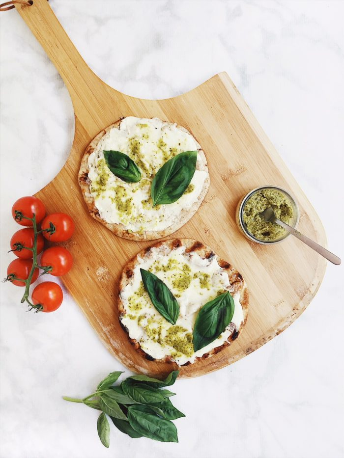 Grilled Pizza Recipes: Easy Grilled Naan White Pizza