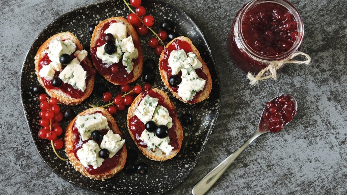 Toasts with currant jam and blue