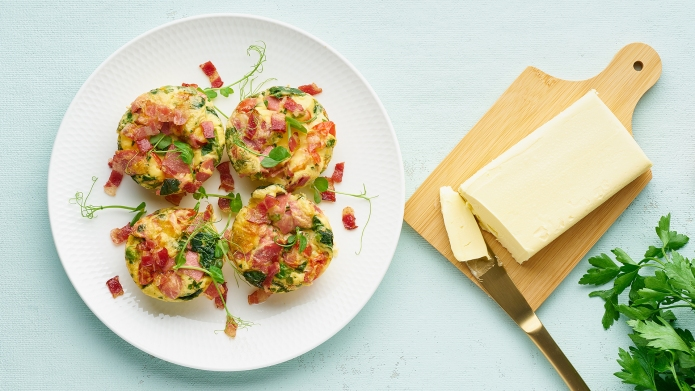 egg muffins with spinach and bacon,