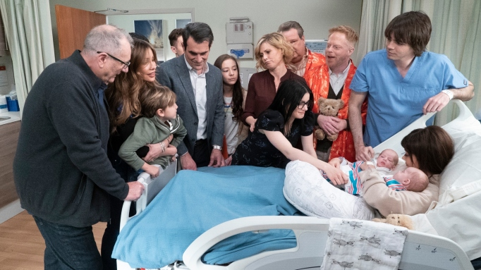 Modern Family Season 10 Sarah Hyland Julie Bowen Sofia Vergara Ariel Winter Jesse Reid Ewing Tyler Ferguson Ty Burrell Ed O'Neill