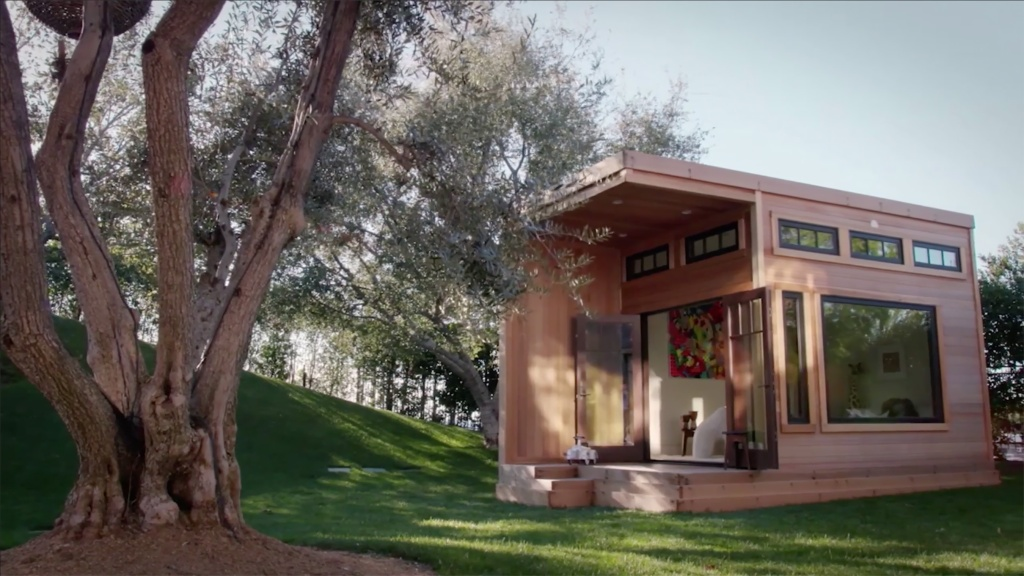 Scott Disick Playhousehttps://www.eonline.com/shows/flip_it_like_disick/news/1063145/dad-of-the-year-see-scott-disick-design-the-most-extravagant-playhouse-for-his-kids Credit: E!