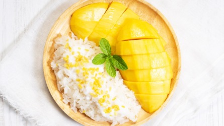 fresh ripe mango and sticky rice