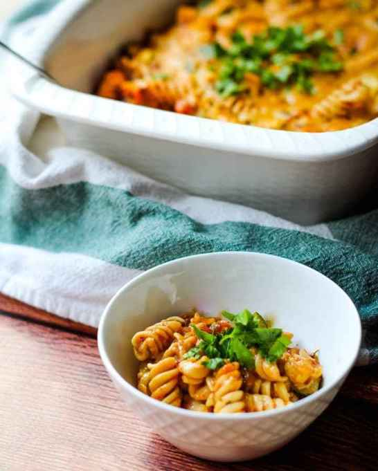 """Cheesy"" Vegan Pasta Bake"