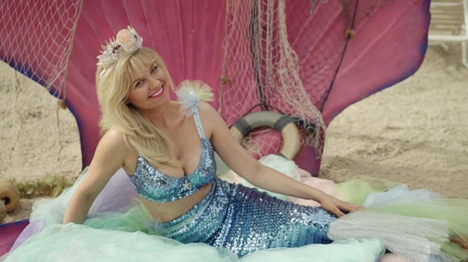 Kirsten Dunst in 'On Becoming a God in Central Florida.