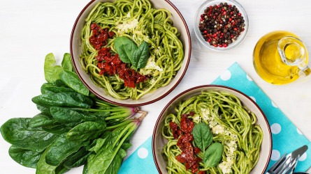 Pasta with spinach creamy sauce, sun-dried
