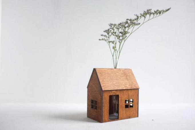 Bud vase wooden house