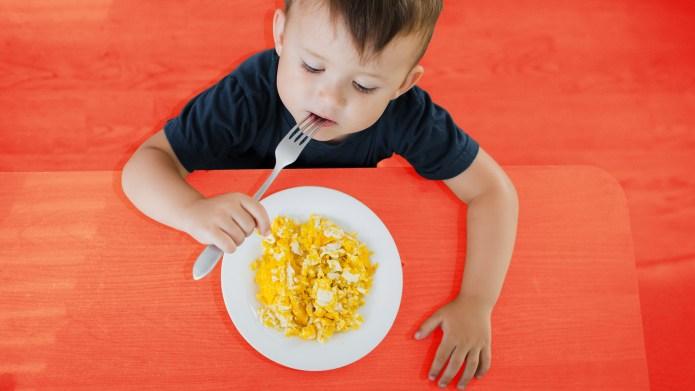 kid-eating-keto