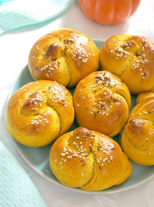 Savory Pumpkin Dinner Rolls