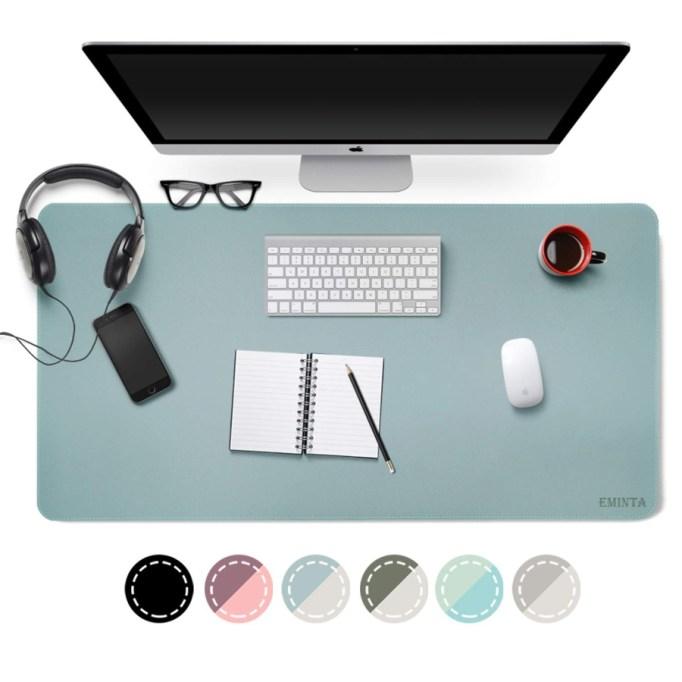 Dual-Sided Desk Mat.