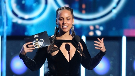 Host Alicia Keys at the 2018
