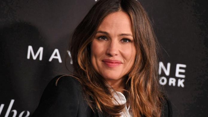 Jennifer Garner poses Maybelline event