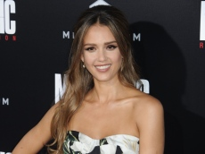 Jessica Alba Is a Little Too Eager About Her Right to Speak to a Manager Here