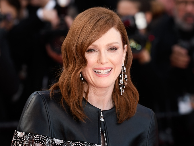 Celebs Who Have Parents in the Military: Julianne Moore