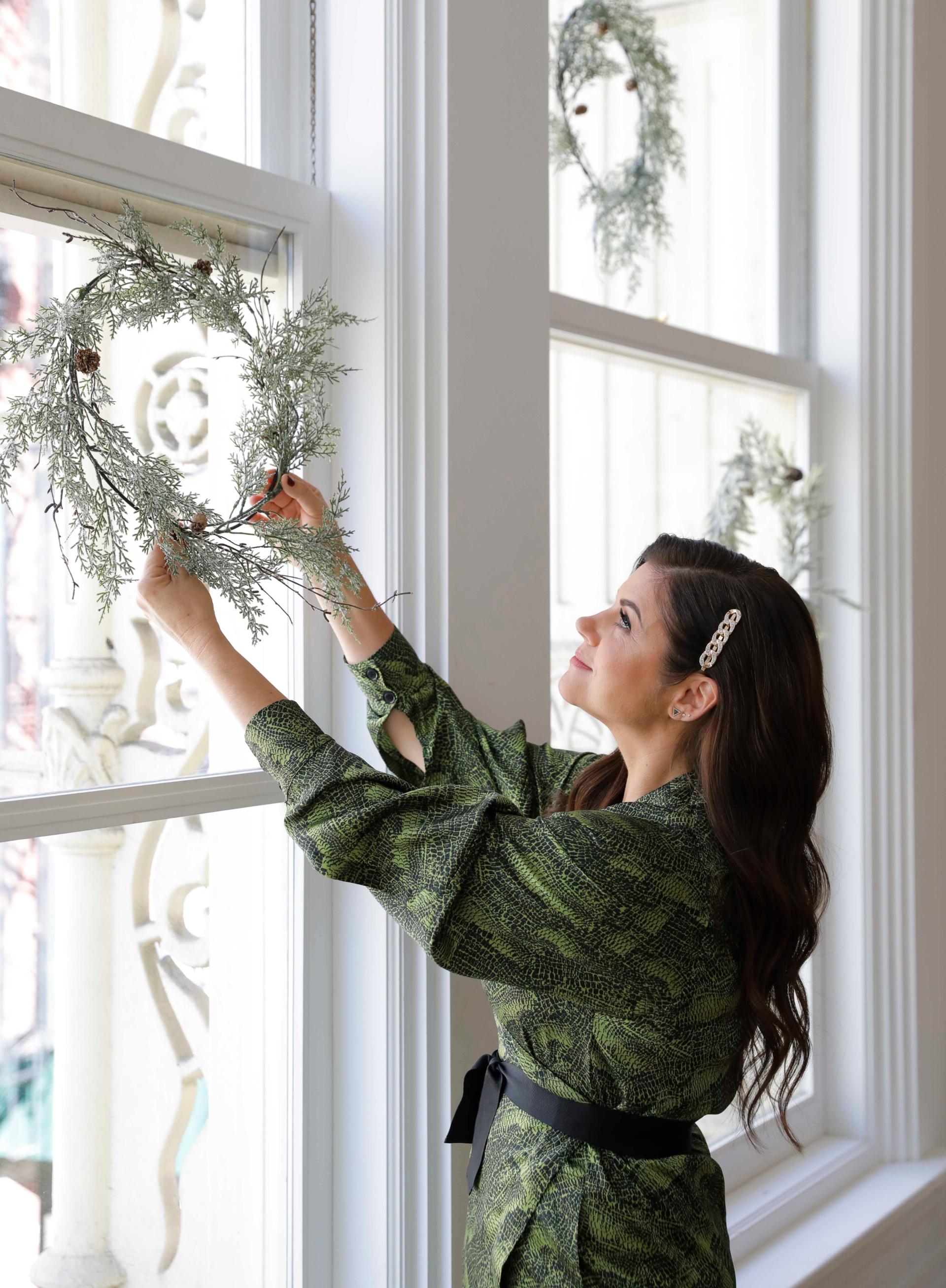 Tiffani Thiessen hanging wreath