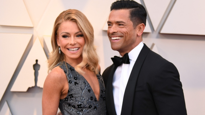 Kelly Ripa reveals family Christmas card