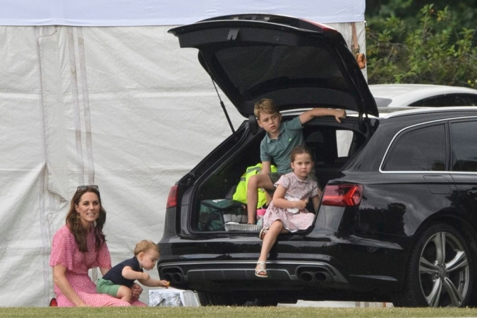 Kate Middleton with Prince Lois, Prince George and Princess Charlotte.