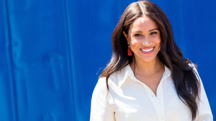 Meghan Markle Helps Strangers Take the