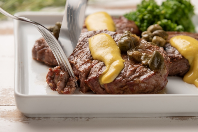 Aquarius: Filet mignon with mustard & mushrooms