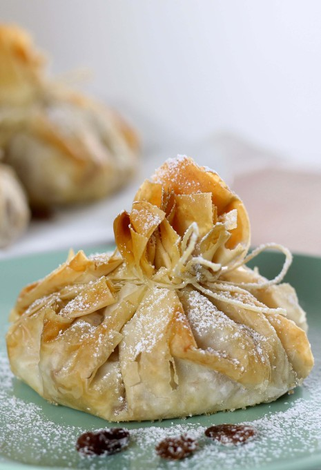 Warm goat cheese in phyllo