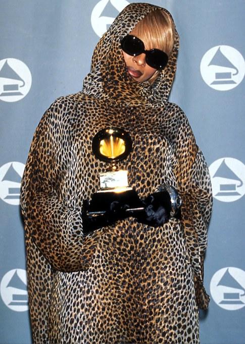Mary J Blige 1996 Grammys red carpet