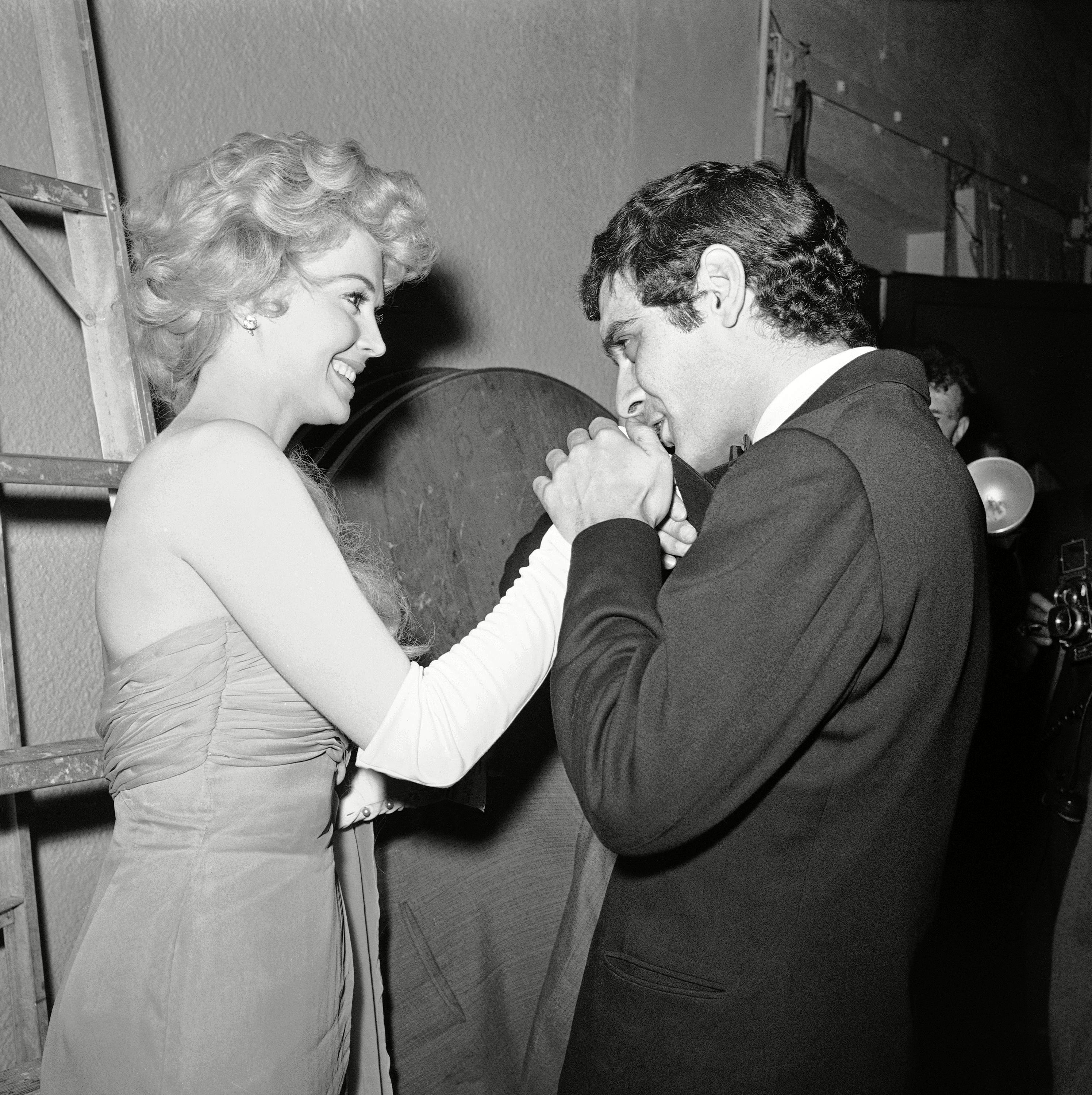 "Omar Sharif, Donna Douglas Egyptian actor Omar Sharif, named best supporting actor for his role in ""Lawrence of Arabia,"" is congratulated by Donna Douglas at 20th annual Golden Globes awards of the Hollywood Foreign Press Association in Hollywood, California onOmar Sharif and Donna Douglas, Los Angeles, USA"
