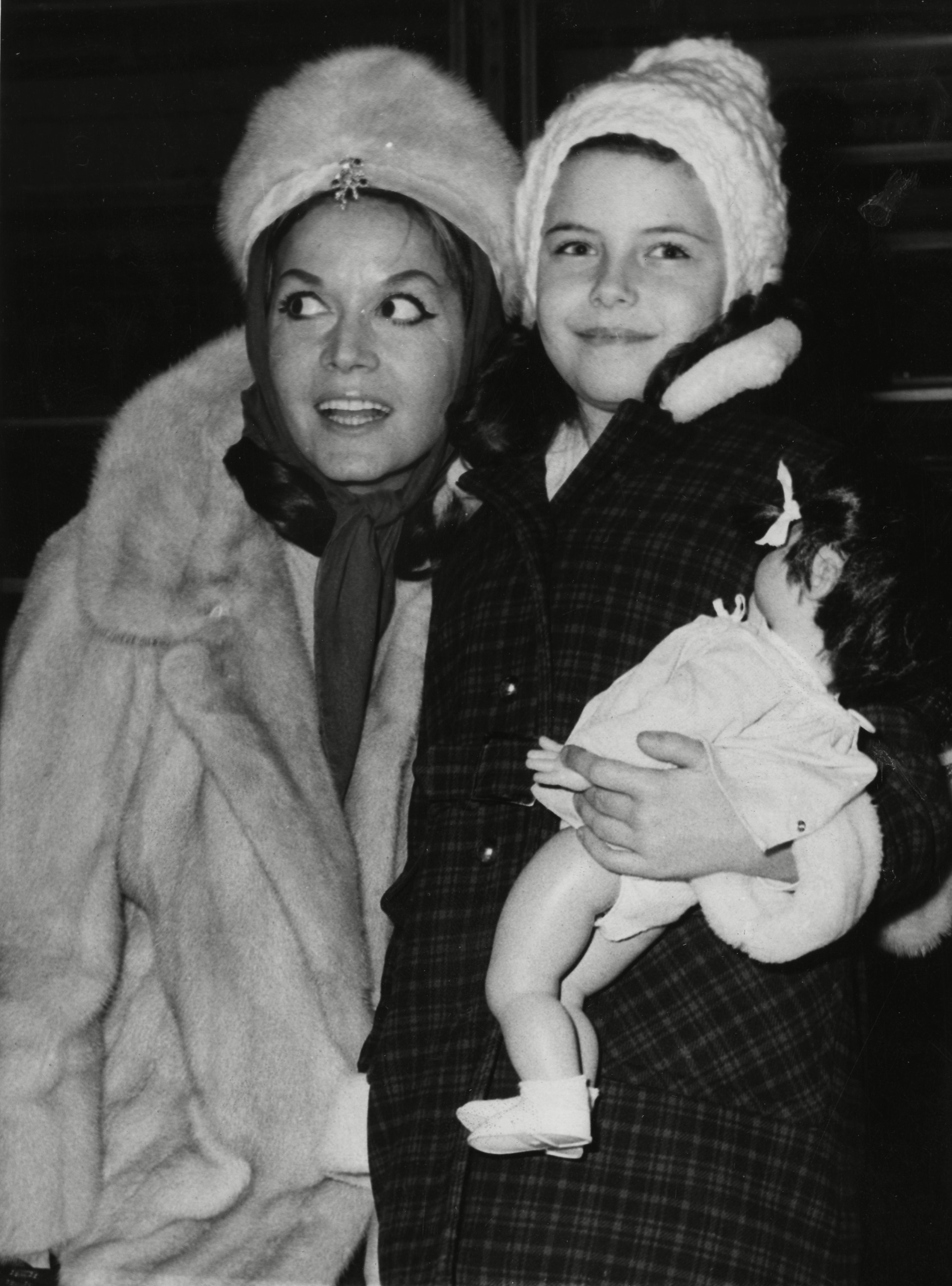 "Hungarian-born film actress Eva Bartok, arrives with her daughter Deana, 8, holding a puppet, at London's airport, England, coming from West Berlin, West Germany. Mrs. Bartok has spent the last six months in Berlin playing the lead role in a stage musical. After a month stay in England, she will fly to Israel to star in a new film entitled ""Sabina And Her Harem&quotEngland Eva Bartok and Daughter Deana, LONDON, United Kingdom England"