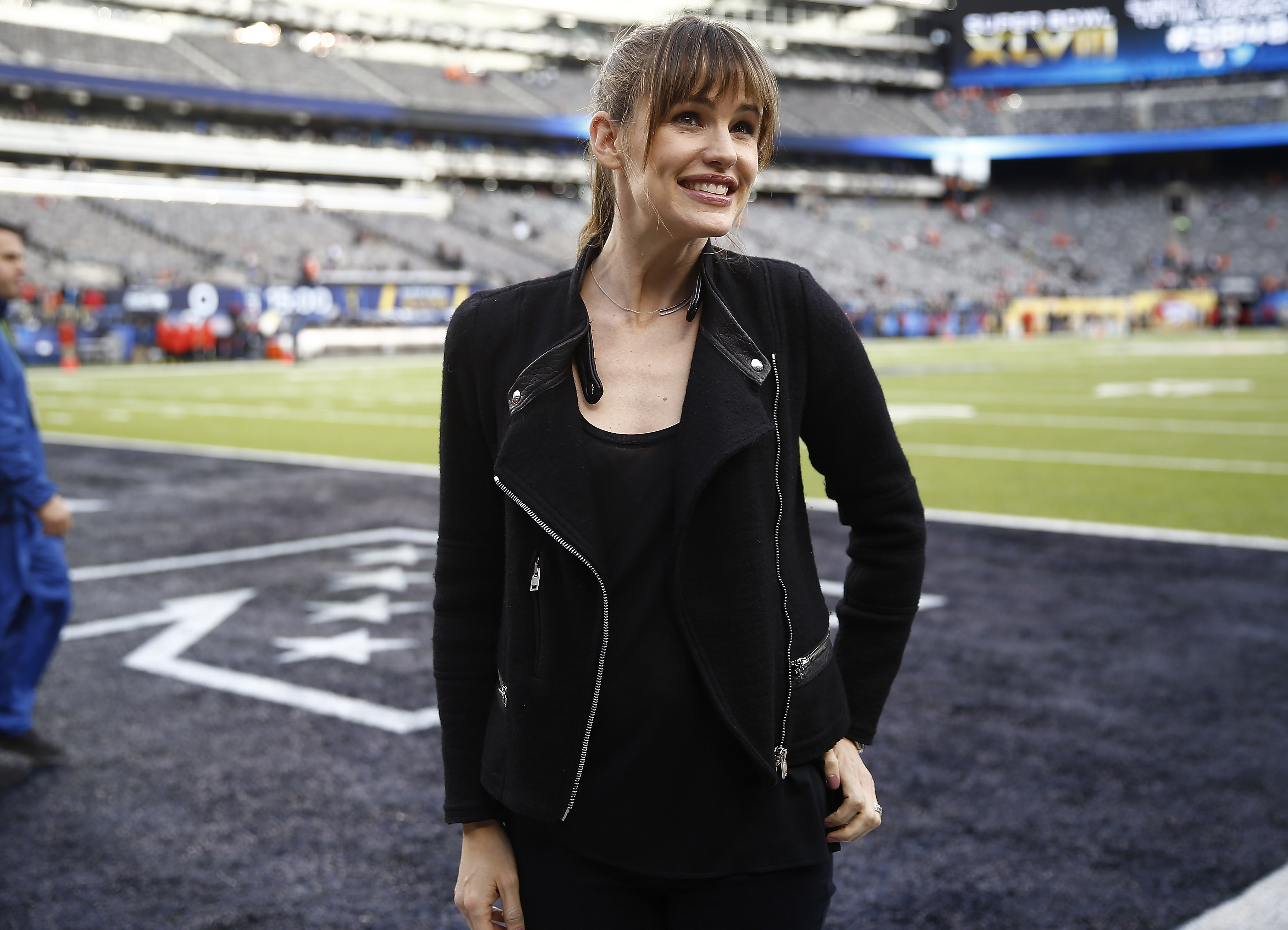 Us Actress Jennifer Garner Poses on the Field Before the Start of Super Bowl Xlviii at the Metlife Stadium in East Rutherford New Jersey Usa 02 February 2014 United States East RutherfordUsa American Football Super Bowl - Feb 2014