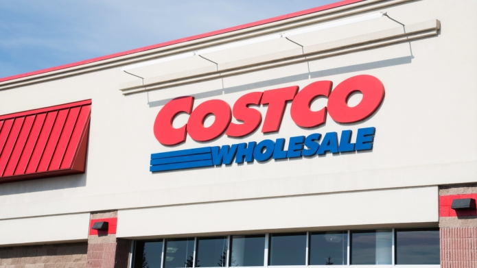 costco employee handles unmasked shopper