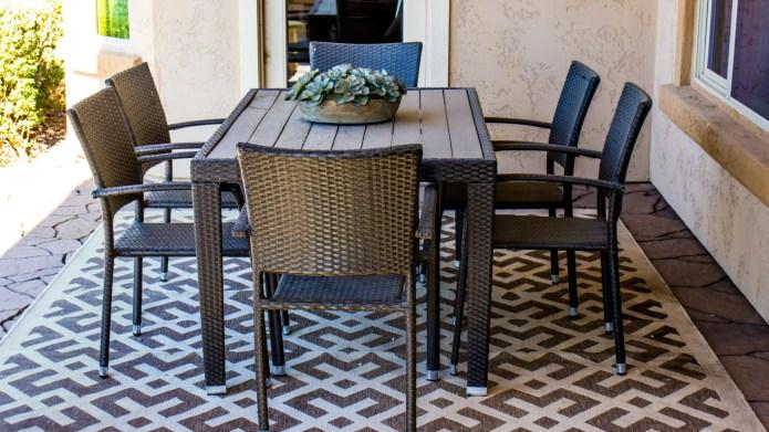 outdoor rug under patio furniture