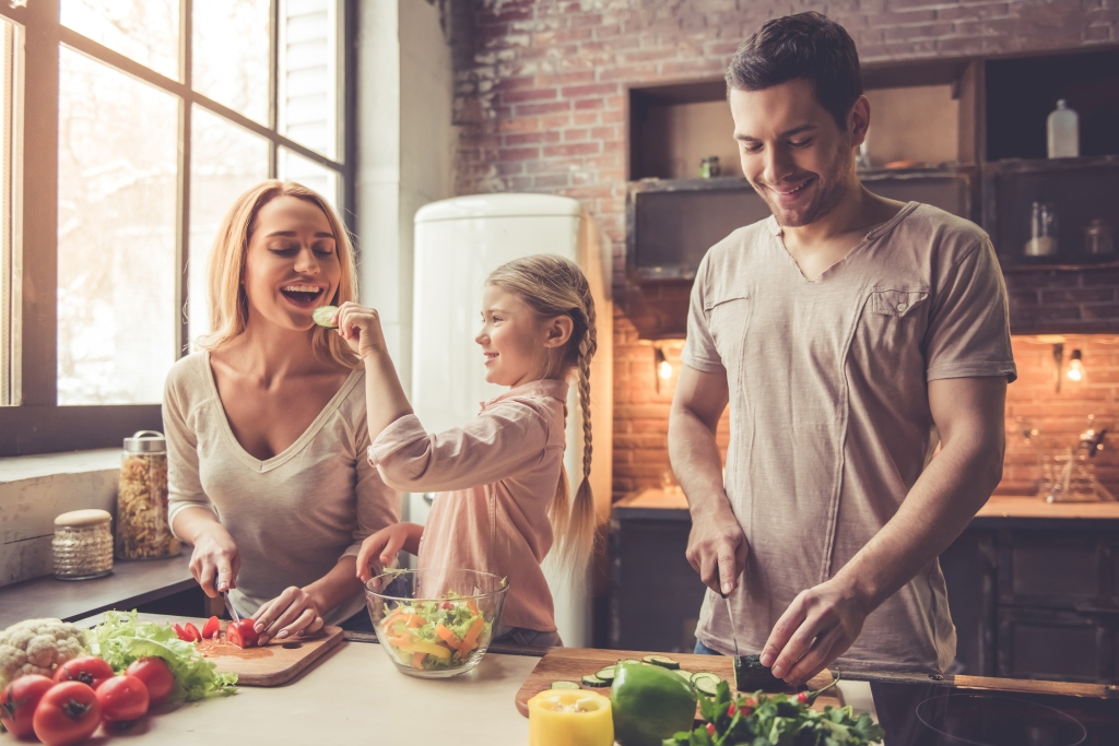 eating-with-family-fun-healthy