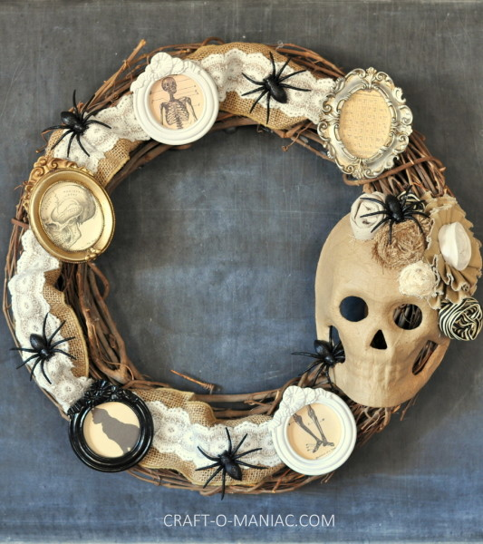 9 Halloween Crafts That Are Super Cute Without Being Cheesy: Haunted Wreath