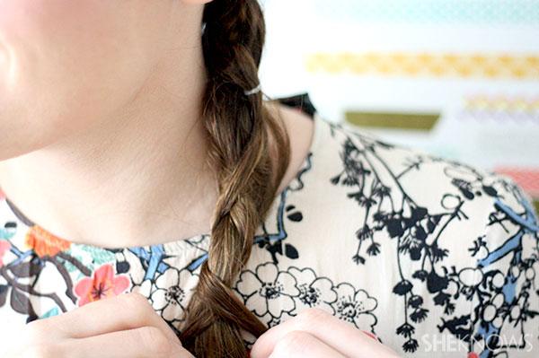 Loop braid tutorial Step 5 keep crossing braids over and under