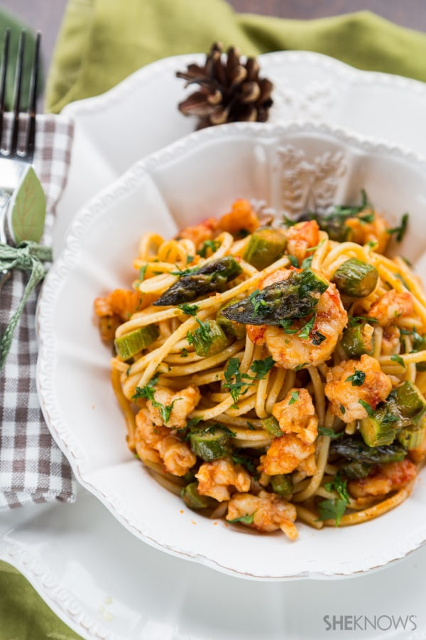 Spaghetti with harissa-spiced shrimp and asparagus recipe