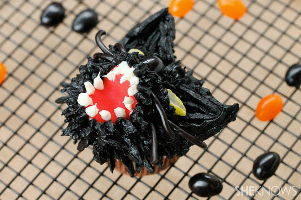 Scary black cat cupcakes