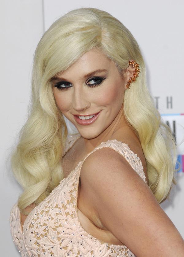Kesha wearing an ear cuff